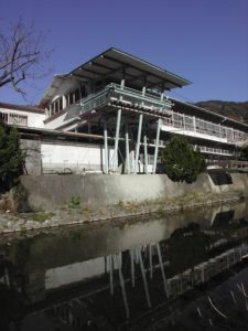八幡浜市日土小学校(松村正恒)